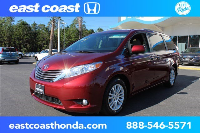 Pre Owned 2017 Toyota Sienna Xle 1 Owner Low Miles